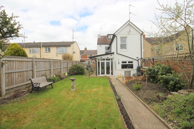 4 Bedrooms Detached House for sale in Lansdown Road, Old Town, Swindon